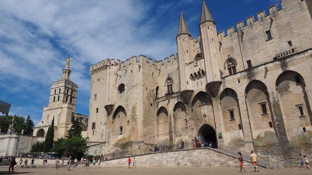 Landausflug zum Papstpalast in Avignon